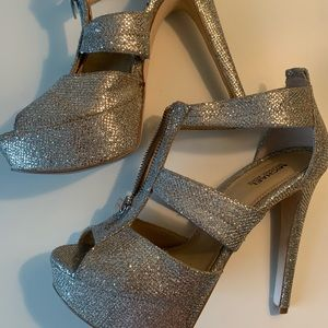 Michael Kors size 7 Silver heels